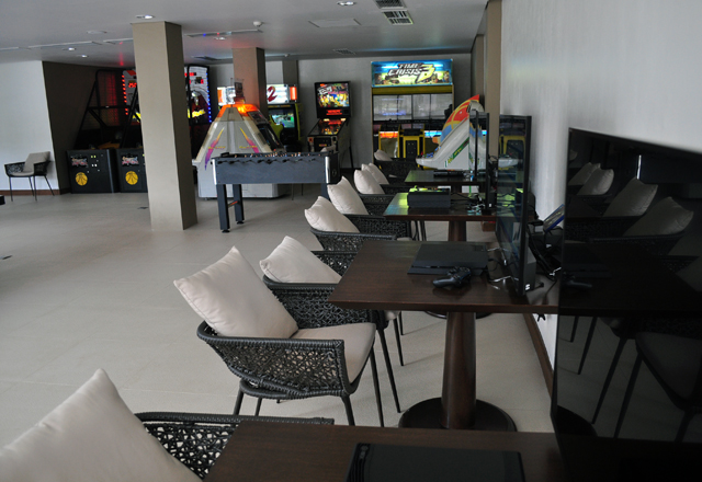 Golf & Sports Club - Game Room